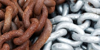 Rusted and un-rusted chain